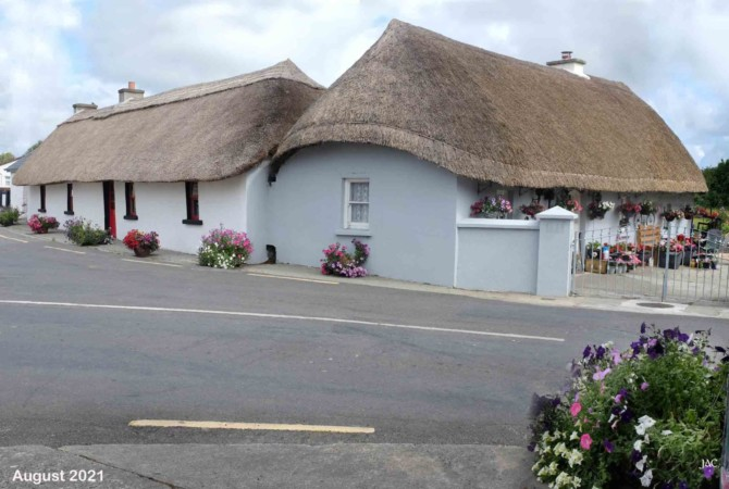 Restoration and protection of three thatched cottages in Clogh